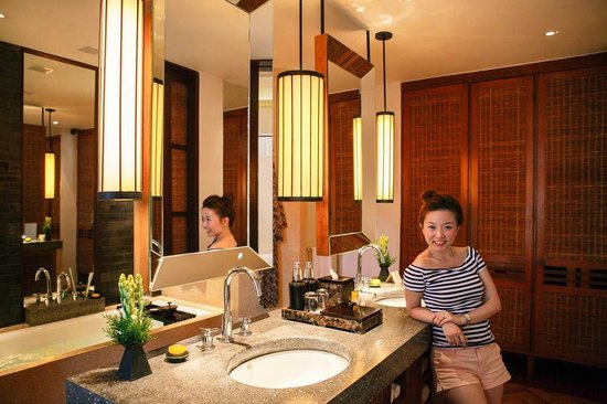 The Legian Bali : huge bathroom!