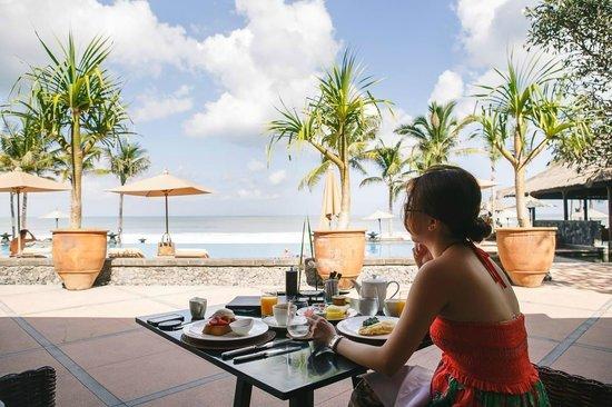 The Legian Bali: Having breakfast with a million dollar view!