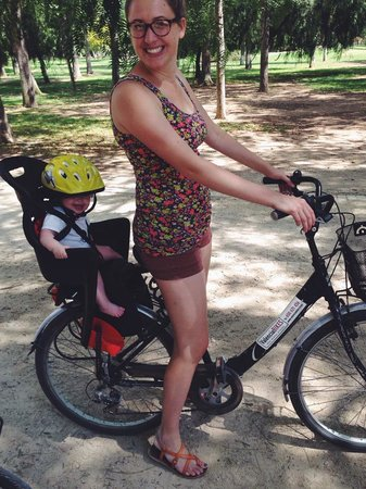 Valencia Bikes: Cora (8 months) had a great time