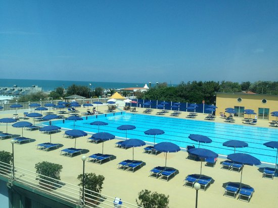 Grand Hotel Continental: Olympic sized swimming pool