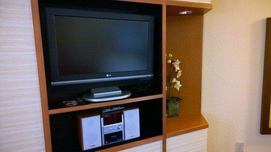 Fairfield Inn & Suites Jacksonville Airport: TV in living room