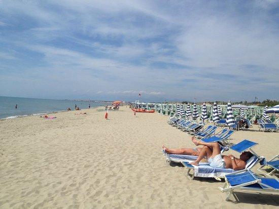 Grand Hotel Continental : beach 2 min walk away