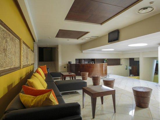 Aston Hotel: bar