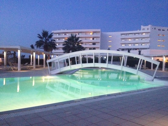 Lindos White Hotel and Suites: Pool in the evening