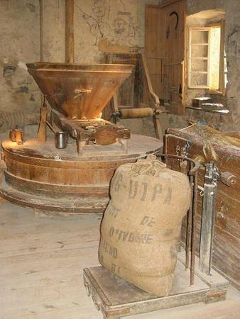 Apinac, Prancis: Moulin à farine
