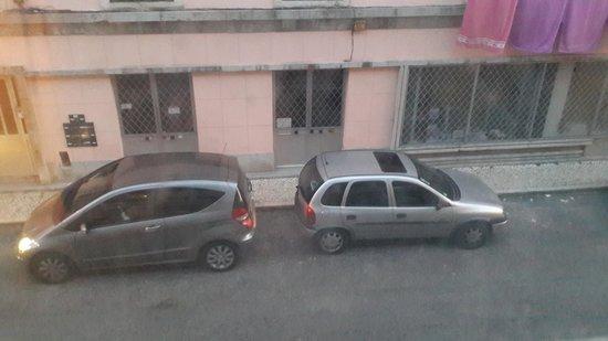 The Lisbonaire Apartments: Вид из окна.