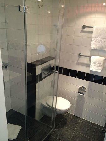 IntercityHotel Wien: neues Bad