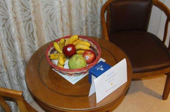 Palau Paradise Hotel: Welcome fruit! Jee, thanks!