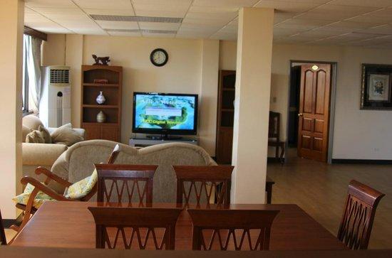 Palau Paradise Hotel: Loung & Diningroom