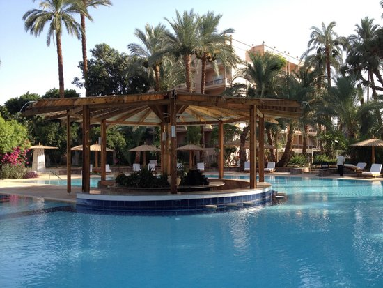 Pavillon Winter Luxor: Pool Bar