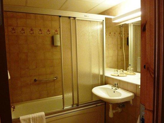 Mr Chip Hotel: Mr. Chip Hotel Bathroom