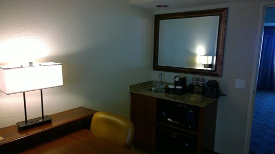 Embassy Suites by Hilton Nashville - Airport: Microwave, refrig
