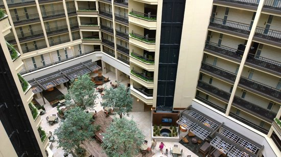 Embassy Suites by Hilton Nashville - Airport: View of courtyard