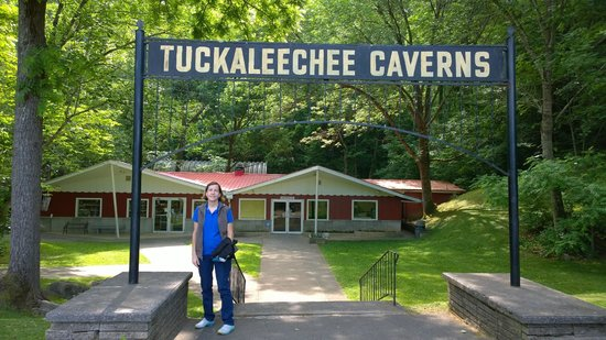 Tuckaleechee Caverns: Entrance