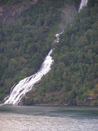 Seven Sisters: Wasserfall
