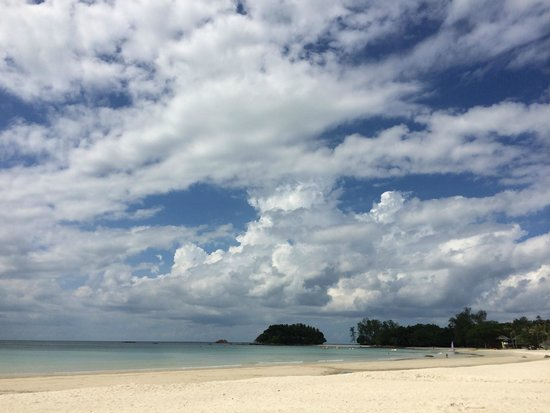 Nirwana Gardens Mayang Sari Beach Resort : Beach view
