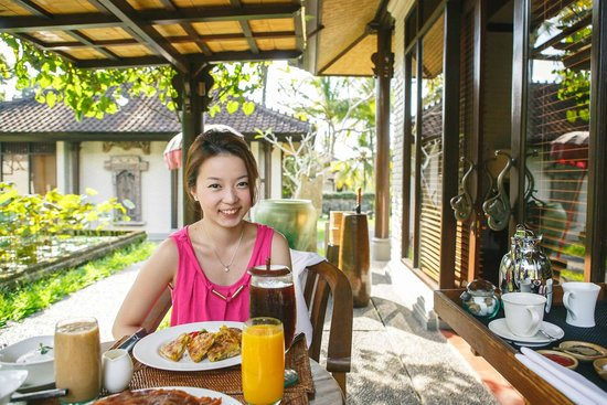 The Chedi Club Tanah Gajah, Ubud, Bali – a GHM hotel : Last breakfast - served in front of our room door!