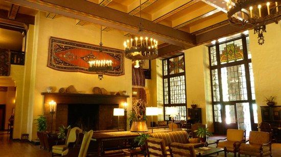The Majestic Yosemite Hotel: Main Hallway