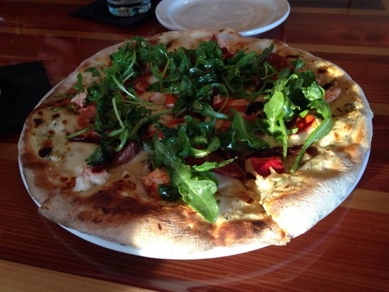 Paper Canoe : Lobster pizza
