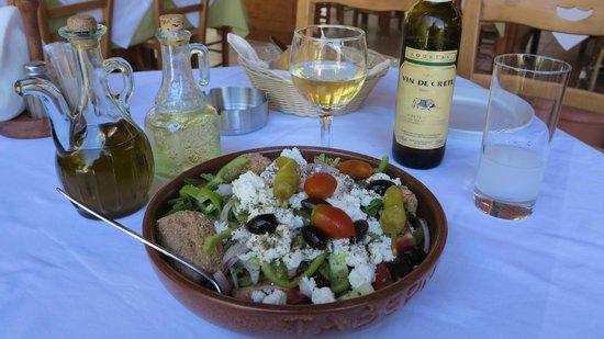 Restaurant Drosia: La Salade est Très copieuse !