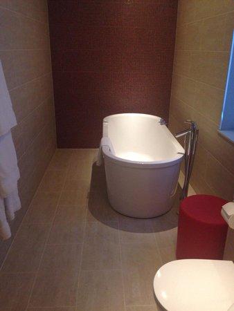 Apex London Wall Hotel: Freestanding bath