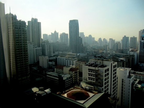 Royal Benja Hotel: beautiful morning view of the city from the 2th floor