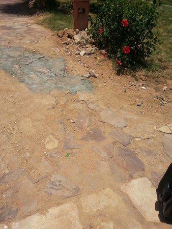 Hauza Beach Resort: pavements