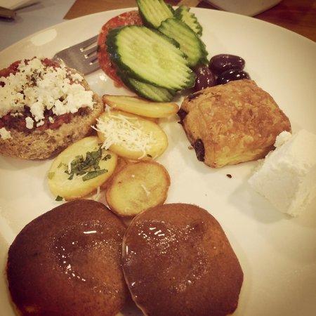 Doryssa Seaside Resort: Breakfast