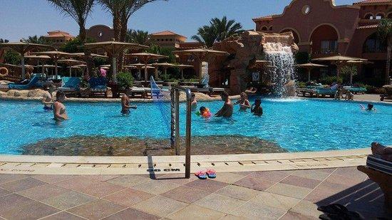 Charmillion Gardens Aqua Park: Brilliant large pool