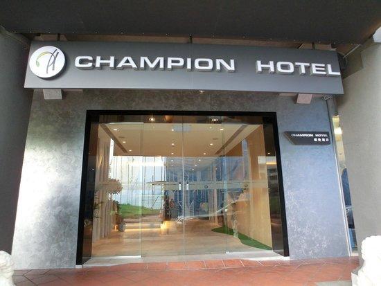 Champion Hotel: Hotel Entrance