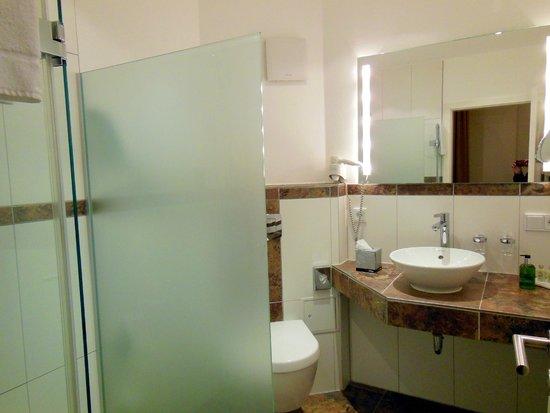 Romantik Hotel Scheelehof: Das Bad! Klein aber fein - und penibel sauber - so, wie man es sich wünscht!