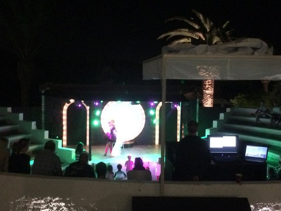 Doryssa Seaside Resort: Animation/Entertainment show - superb!