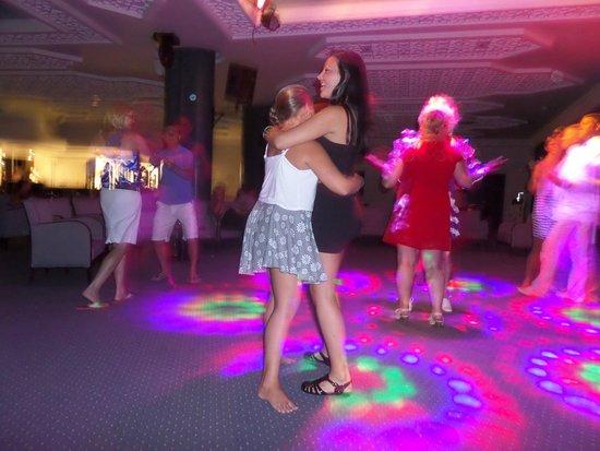 Golden Tulip Taj Sultan Resort : Dancing like always
