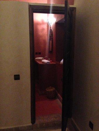 Riad Maud : L entré de sale de bain