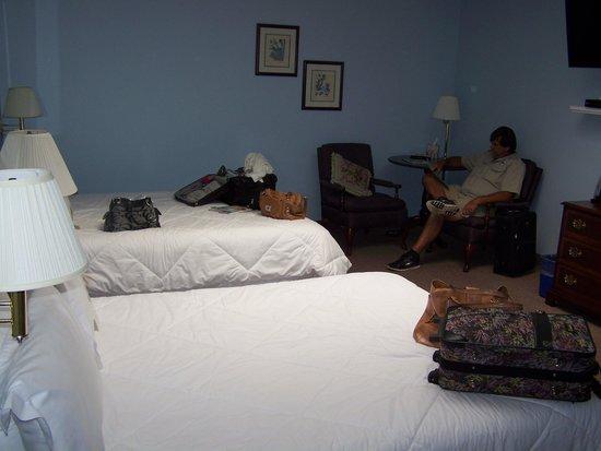 Higher Ground Hotel: Double Queen Room