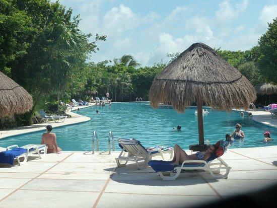 Grand Sirenis Riviera Maya Resort & Spa: One of the large pools