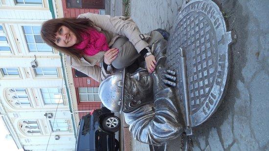Monument to Stepan, the Plumber : я со Степаном