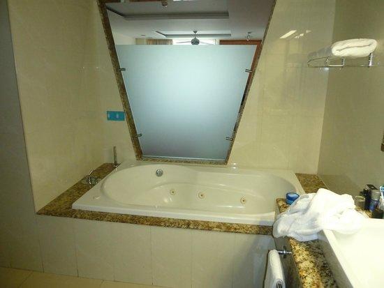 Grand Sirenis Riviera Maya Resort & Spa : Jacuzzi Bath