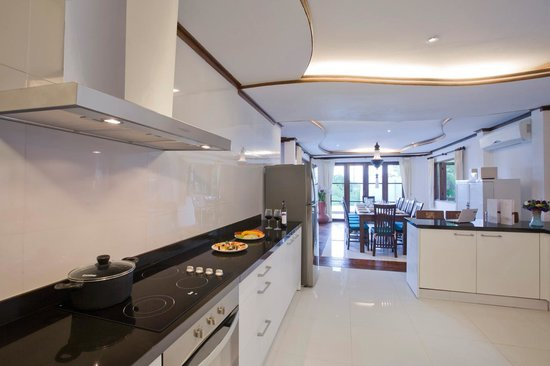 Paradise Island Estate: Gourmet Kitchen opening into Dining Area
