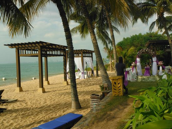Sea Sand Sun Resort And Villas: wedding on the beach