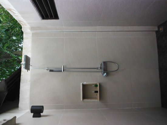 Sea Sand Sun Resort And Villas: outdoor shower