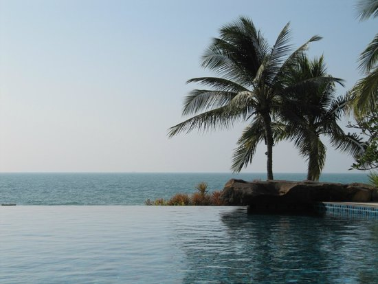 Sea Sand Sun Resort And Villas: the infinity pool