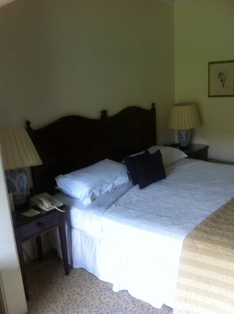 The Keadeen Hotel: Nice bedroom