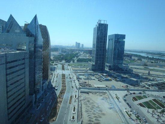 Aloft Abu Dhabi: Vista do quarto, com a mesquita ao fundo