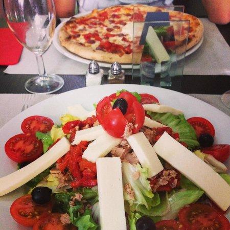 Dolce Vita Chez Jpetto : Pizza orientale et salade fantasia..