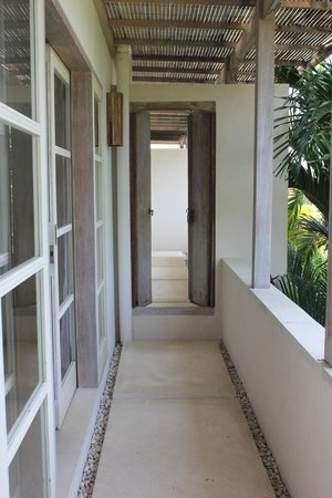 Pantai Indah Villas Bali: 2nd level interconnecting to adjoining 2 bed Villa