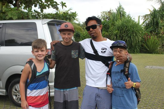 Pantai Indah Villas Bali: Our driver Made and the boys
