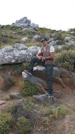 Safari Club Crete: Joueur de mandoline durant le Sertaki a 1200m.