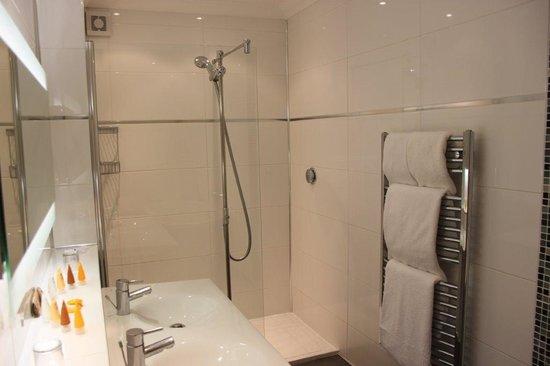 Balmer Lawn: Our stylish bathroom