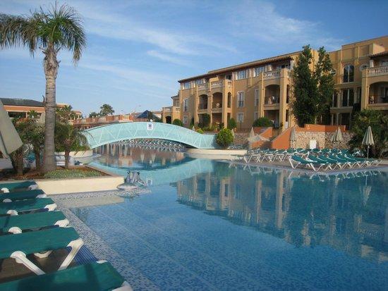 Holiday Village Menorca: Pool.